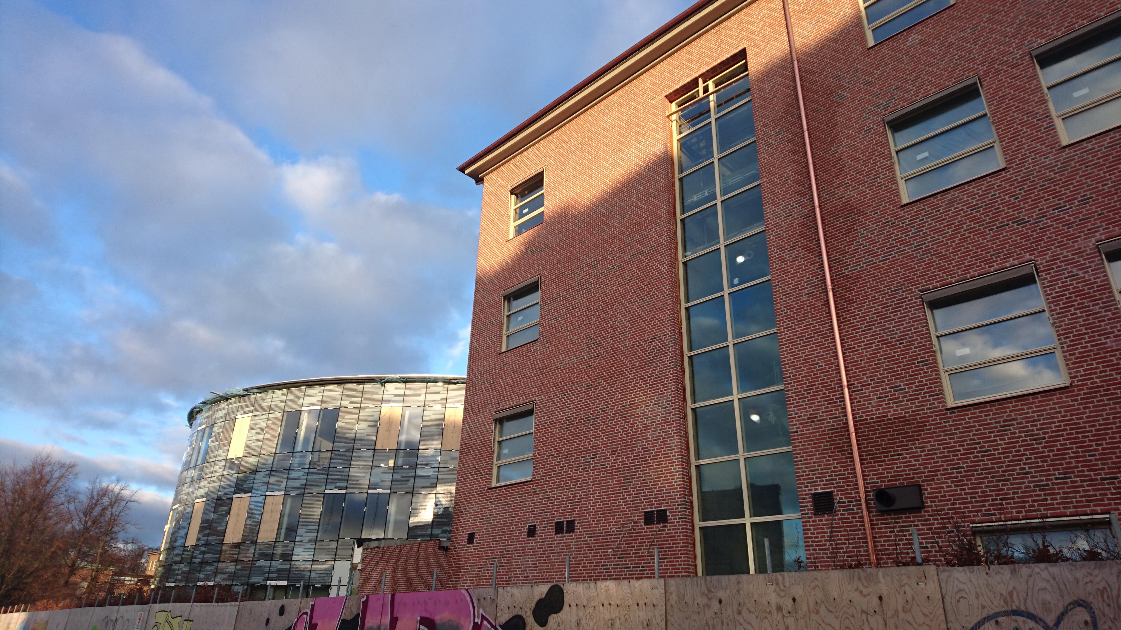 Färdiga fasader på Fågelbacksskolan